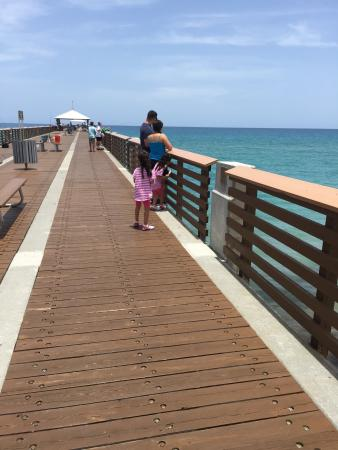 Juno Beach, Φλόριντα: Very nice place to visit after not seen an beach for years. We walk the pier and eat some ice cr