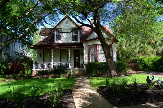 Brava House Bed And Breakfast