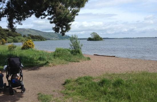 Кинросс, UK: Resting place on the sandy bay