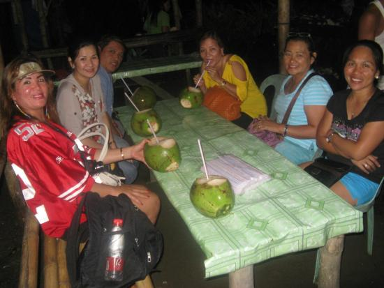 Leyte Province, ฟิลิปปินส์: thirst quenching fresh young buko juice