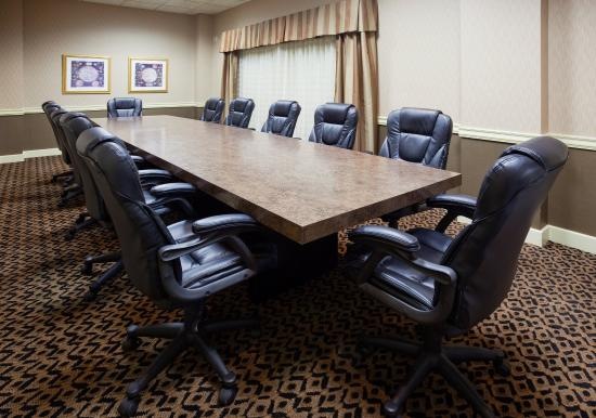 Detroit Lakes, Μινεσότα: Executive Conference room for 14 with leather seating