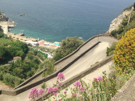 Winding access road picture of sea club conca azzurra for Conca azzurra massa lubrense piscine