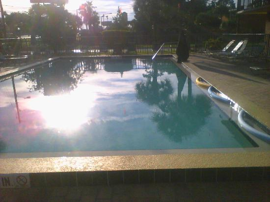 Golden Link Motel: heated pool