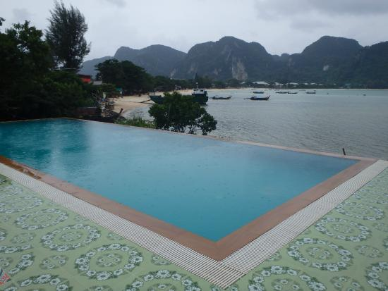Piscine d bordement picture of phi phi viewpoint for Piscine a debordement