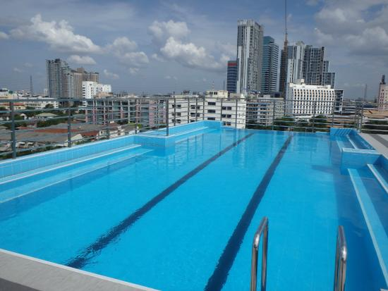 piscine sur le toit picture of bangkok 68 bangkok tripadvisor. Black Bedroom Furniture Sets. Home Design Ideas