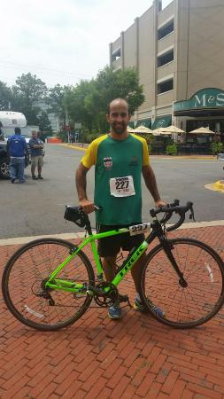 Get Out & Go Tours - Day Tours: Trek Boone 7 rental bike powered Marcio Matof, of Brazil, to a 1:12 40 km ride in the bike leg o