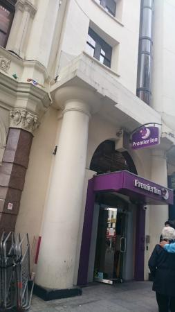 Premier Inn London Leicester Square: Entrada hotel