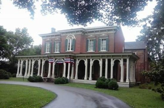 Murfreesboro, Τενεσί: Front entrance of The Oakland's Mansion July 4,2015