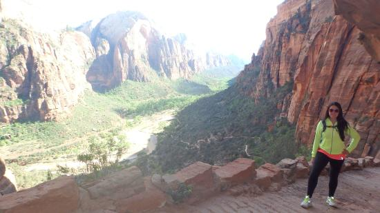 Спрингдейл, Юта: ON the trail up to Angel's landing