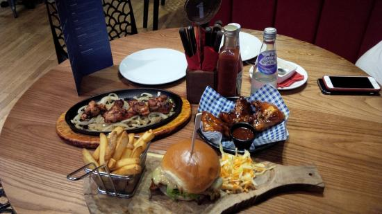 Woking, UK: Burger with spicy wings and buffalo wings