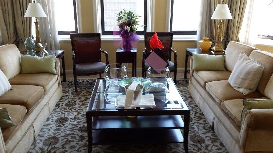 Fairmont Hotel Vancouver: Morningside Suite's beautiful living room.