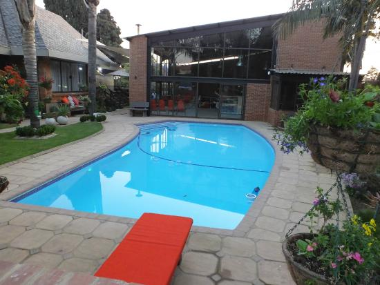 Sunrock Guesthouse: Stilvoller Pool