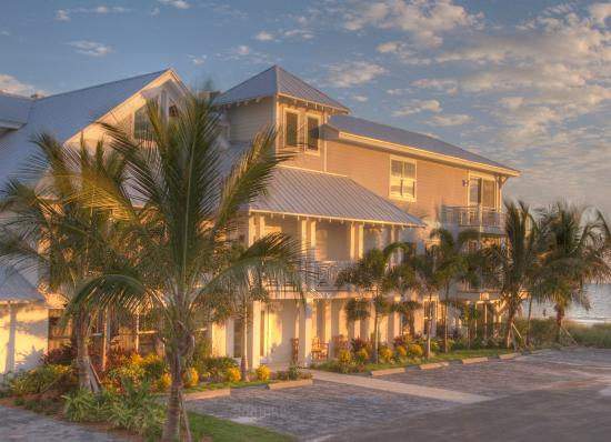 Mainsail Beach Inn