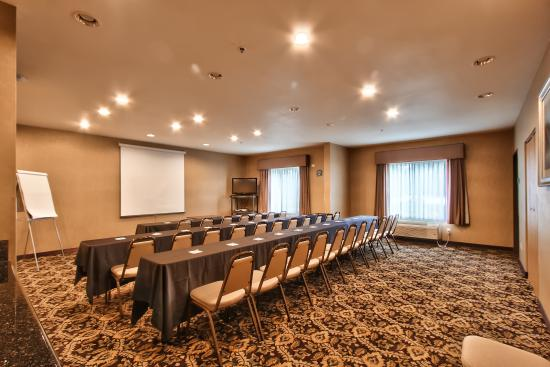 Holiday Inn Express Hotel & Suites Roseville-Galleria Area: Room for any function