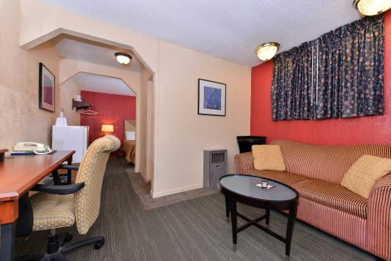 Oskaloosa, IA: One Quite Bed Suite