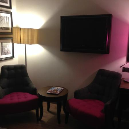 Bedroom sitting area picture of hotel maison albar champs elysees mac mahon - Hotel champs elysees mac mahon ...