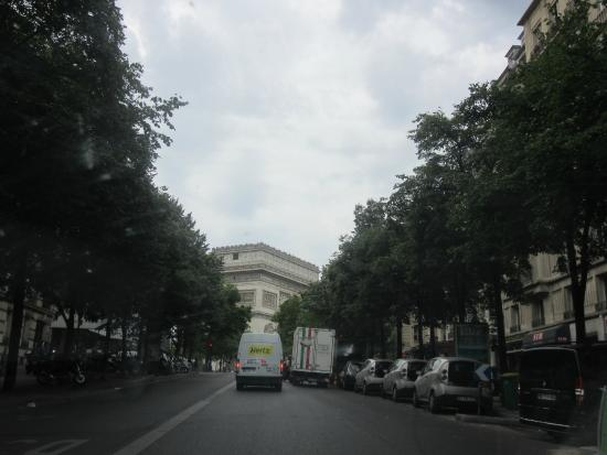 Street in front of hotel picture of hotel maison albar champs elysees mac m - Hotel champs elysees mac mahon ...