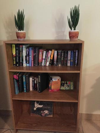 Coral Gardens on Grace Bay: Book collection in room