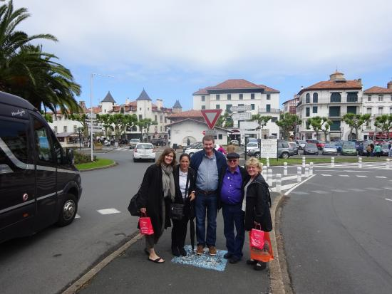 family with tour guide eskerne in st jean de luz. Black Bedroom Furniture Sets. Home Design Ideas