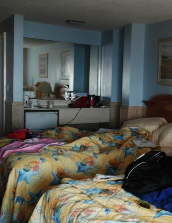 Windswept Motel: 2 double beds (they call them queen!) in room that is small