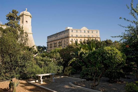 Hotel Phoenicia: Hotel view from private garden