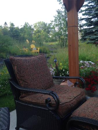 A G Thomson House Bed and Breakfast: pretty landscaping and outdoor patios