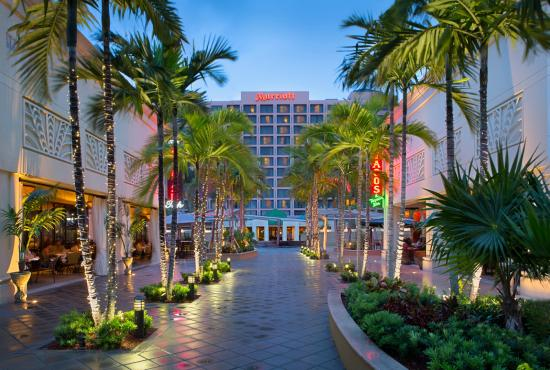 Boca Raton Marriott at Boca Center Photo