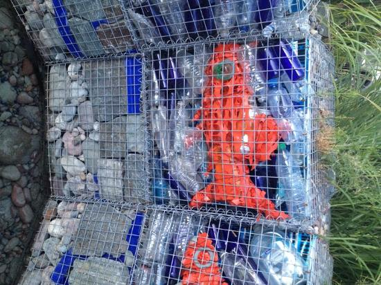 SpringHill Suites Coeur d'Alene: Water feature front of Hotel Gabion w/ recycled materials4