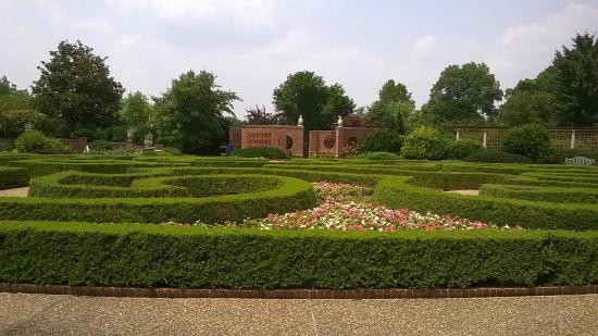 Beautiful Maze Filled With Colorful Flowers Picture Of Missouri Botanical Garden Saint Louis