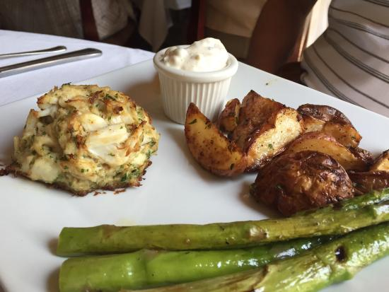 The Buttery: Perfect crab cake for Sunday Brunch