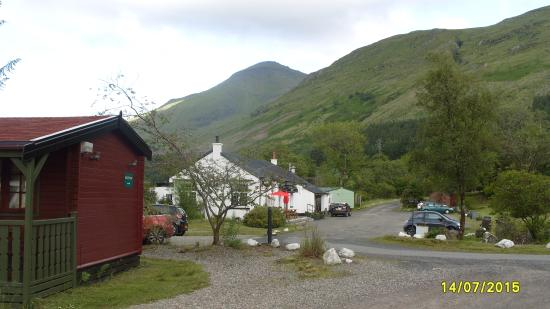 Крианларич, UK: View along the site from the cabins