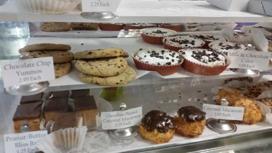 Good Cakes But Terrible Service Review Of Edibles Incredible Reston VA