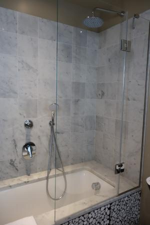 full size tub shower picture of garibaldi blu florence tripadvisor. Black Bedroom Furniture Sets. Home Design Ideas