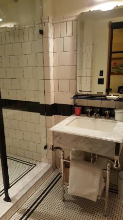 Bathroom picture of chicago athletic association hotel for Bathroom supply chicago