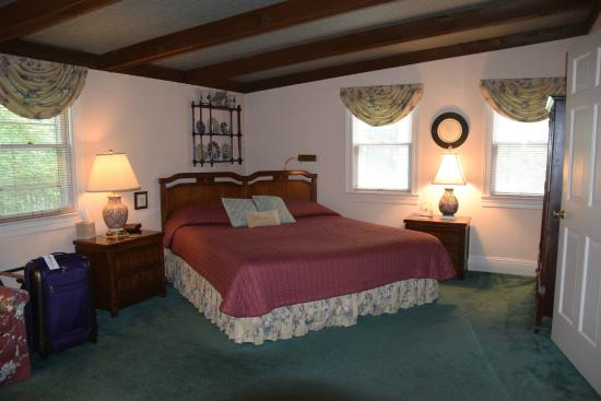 Pinecrest Cottage Bed and Breakfast