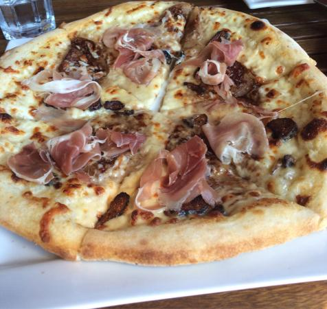 Fig prosciutto pizza picture of chaise cafe winnipeg for Chaise cafe winnipeg
