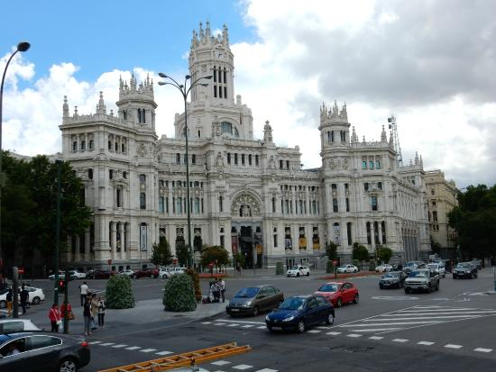 Edificio de correos at plaza cibeles picture of plaza de for Edificio de correos madrid