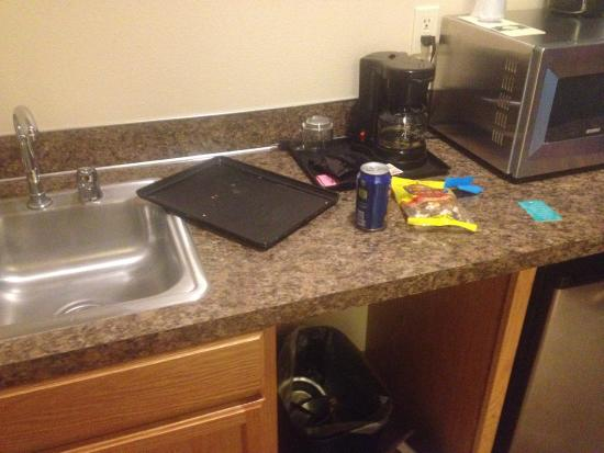 Selah, WA: Cheap counters and sinks in rooms.