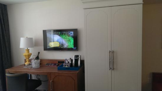 Nice Arrangement Of Furniture With Flatscreen Picture Of Hotel Indigo Baltimore Downtown