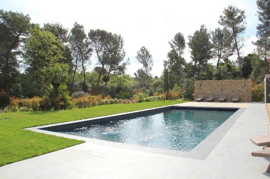 Douche picture of villa rampale fuveau tripadvisor for Piscine fuveau