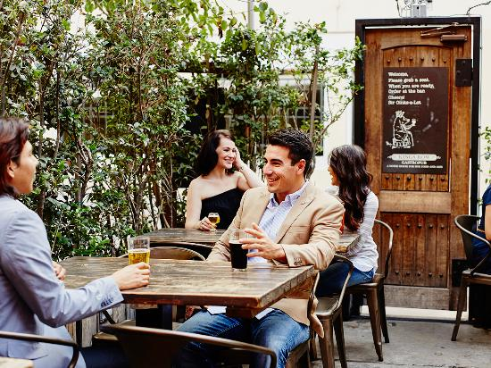 Many of the restaurants in Old Pasadena's alleyways offer al fresco dining.