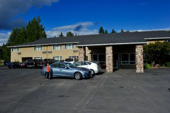 Amazing generosity review of mt st helens motel for Rental cabins near mt st helens