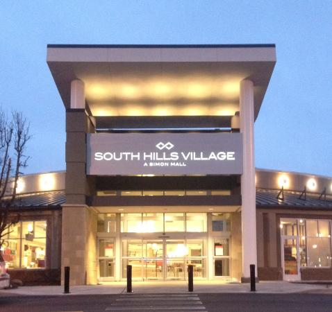 The Apple Store is located in South Hills Village, lower level, South Court, across from Sears. South Hills Village is located just off US/Washington Road in the Upper St Clair suburb of SW Pittsburgh.