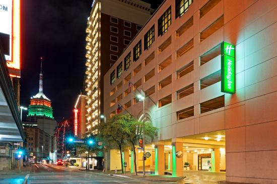 Holiday Inn Riverwalk Hotel