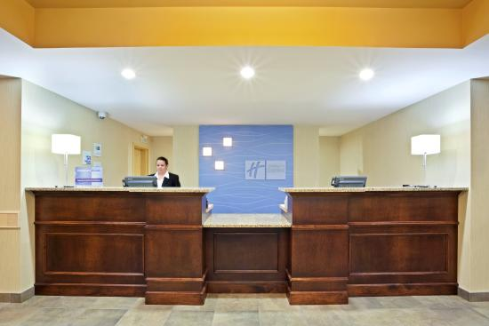 Courtenay, Καναδάς: Our friendly Guest Service Agents look forward to welcoming you!