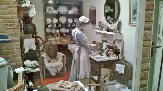 Edwardian kitchen display picture of bognor regis museum for Edwardian kitchen