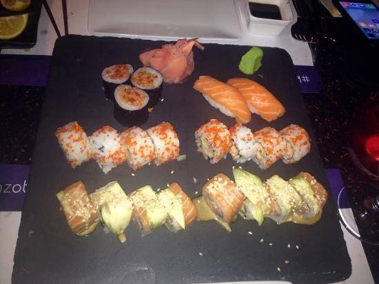 Nice ambiance the best sushi fresh foodstuff polite and for Ambiance cuisine nice