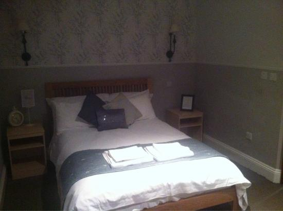 Charlton Marshall, UK: Spacious room. Very comfy bed.