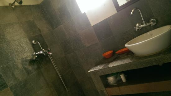 The Little House in the Ricefields : Shower room,always bright&sunny