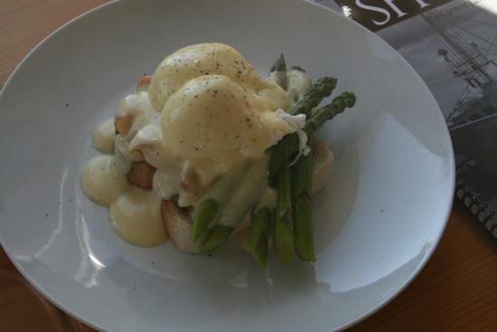 Wild Caraway: Eggs Benedict with Applewood Smoked Salmon and Asparagus